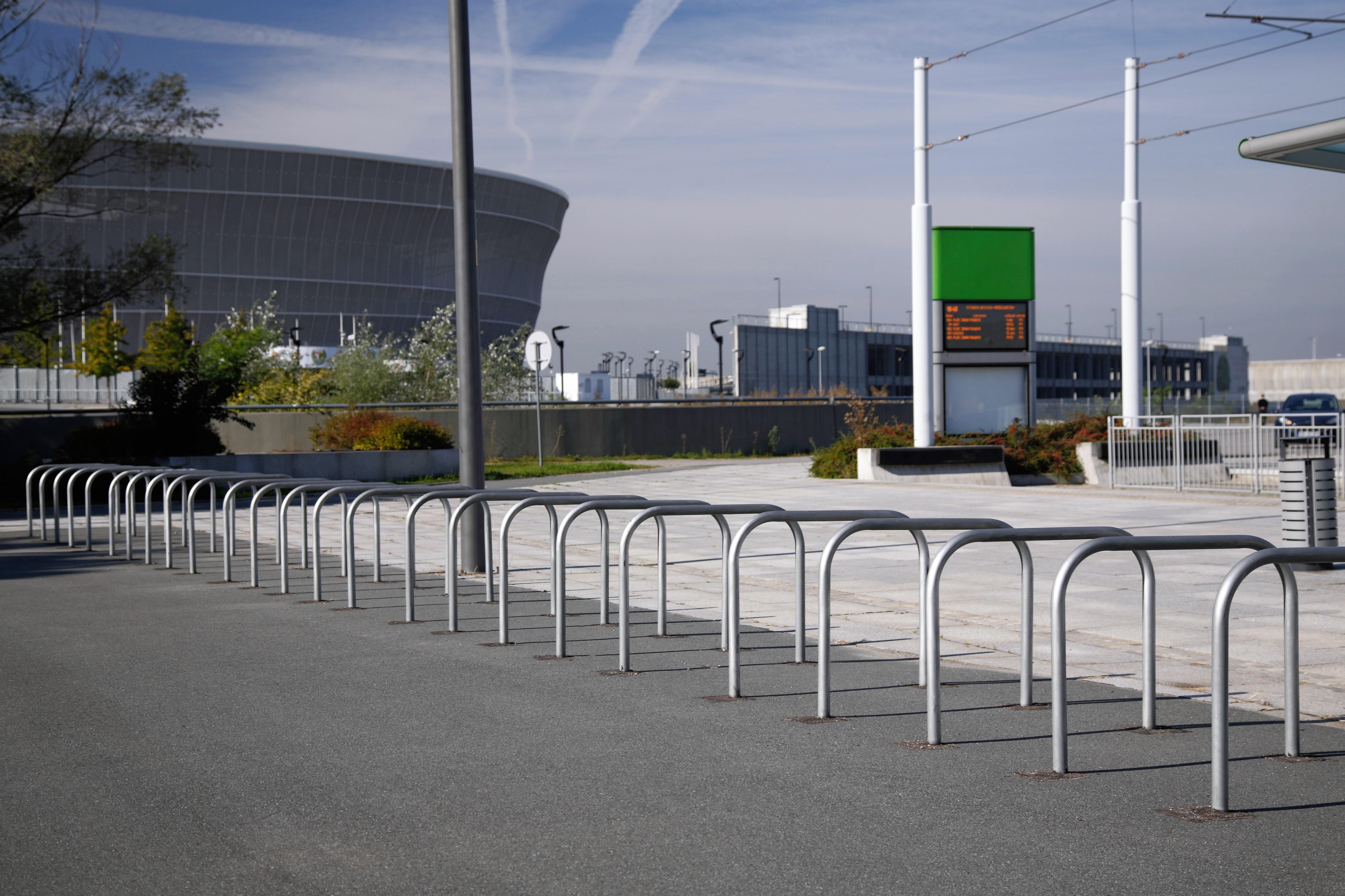 barierki na stadionie