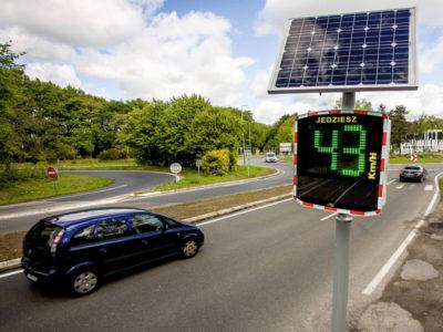 radar prędkości, radarowy wyświetlacz prędkości, radar drogowy solarny, wskaźnik prędkości drogowy